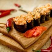 Спайси суши с окунем